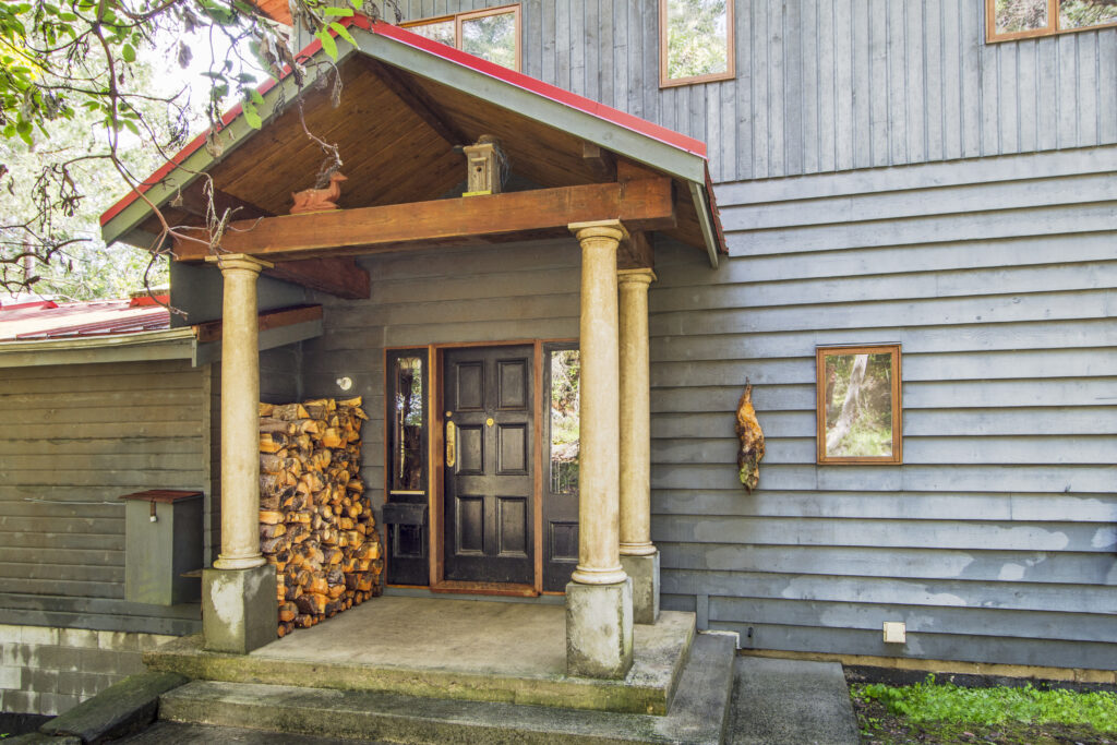 Character Home @ Retreat Cove, Galiano Island B.C.