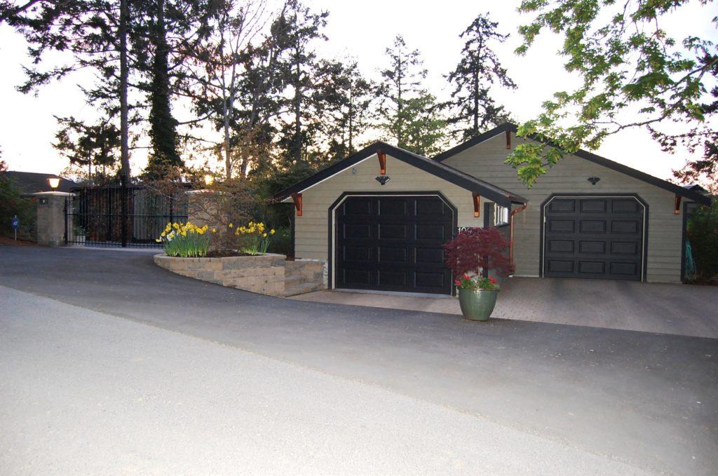 Garages 10970 Setechell Rd. Deep Cove
