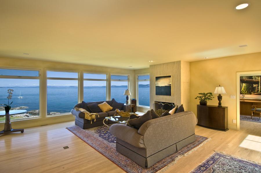 Windows @ Lochehaven Dr. Waterfront Saanich