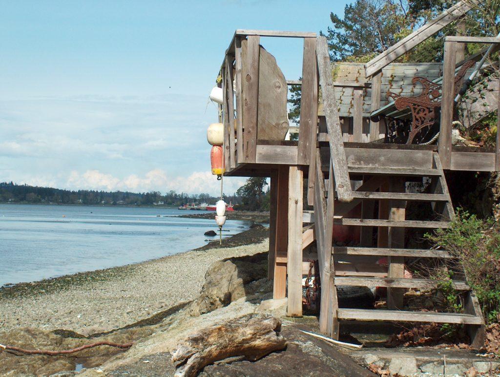 Beach Deck 9544 Ardmore Dr, Patricia Bay
