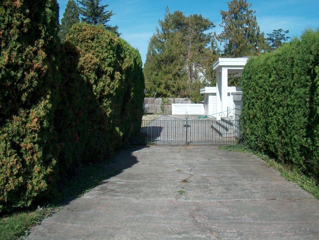 Gate Uplands 3020 Landsdowne Rd.