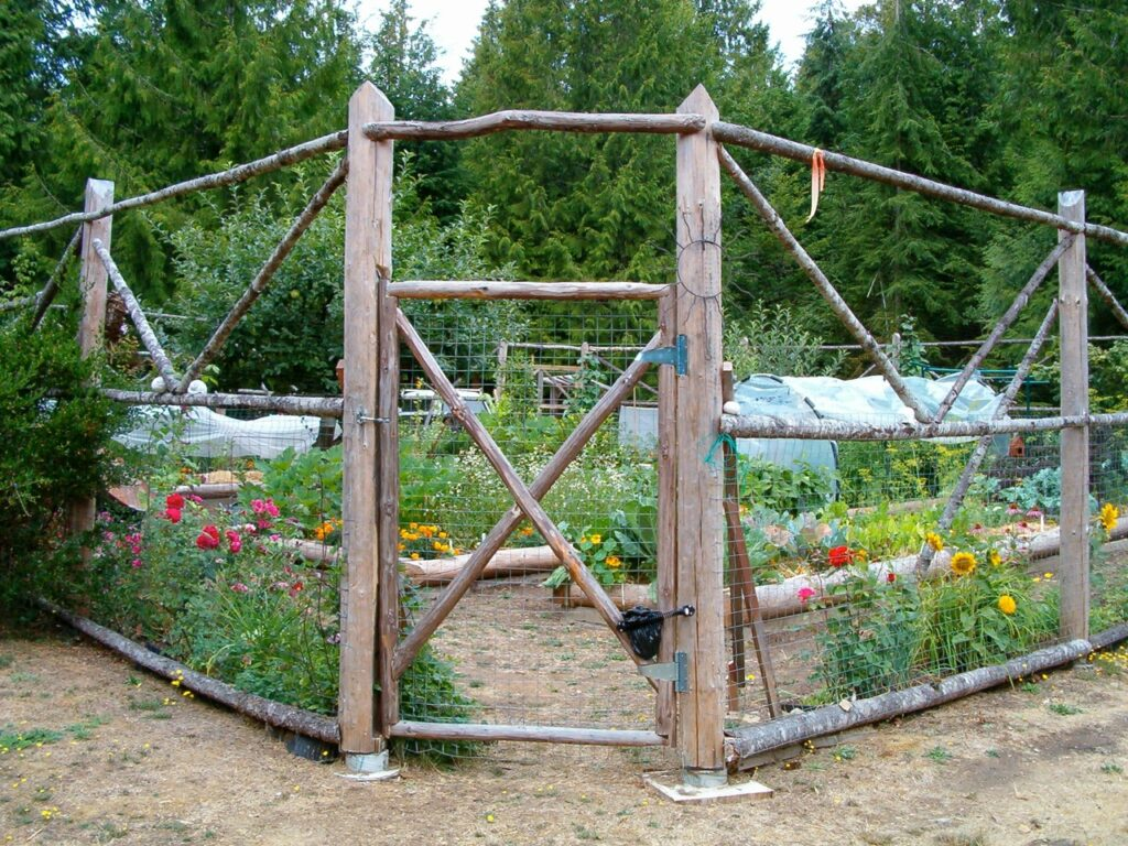 Thetis Island Garden Gate @ Kenwood Rd