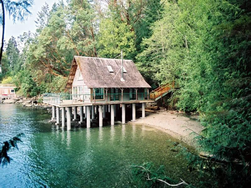 Unique & Rare Beach House Saanich Inlet