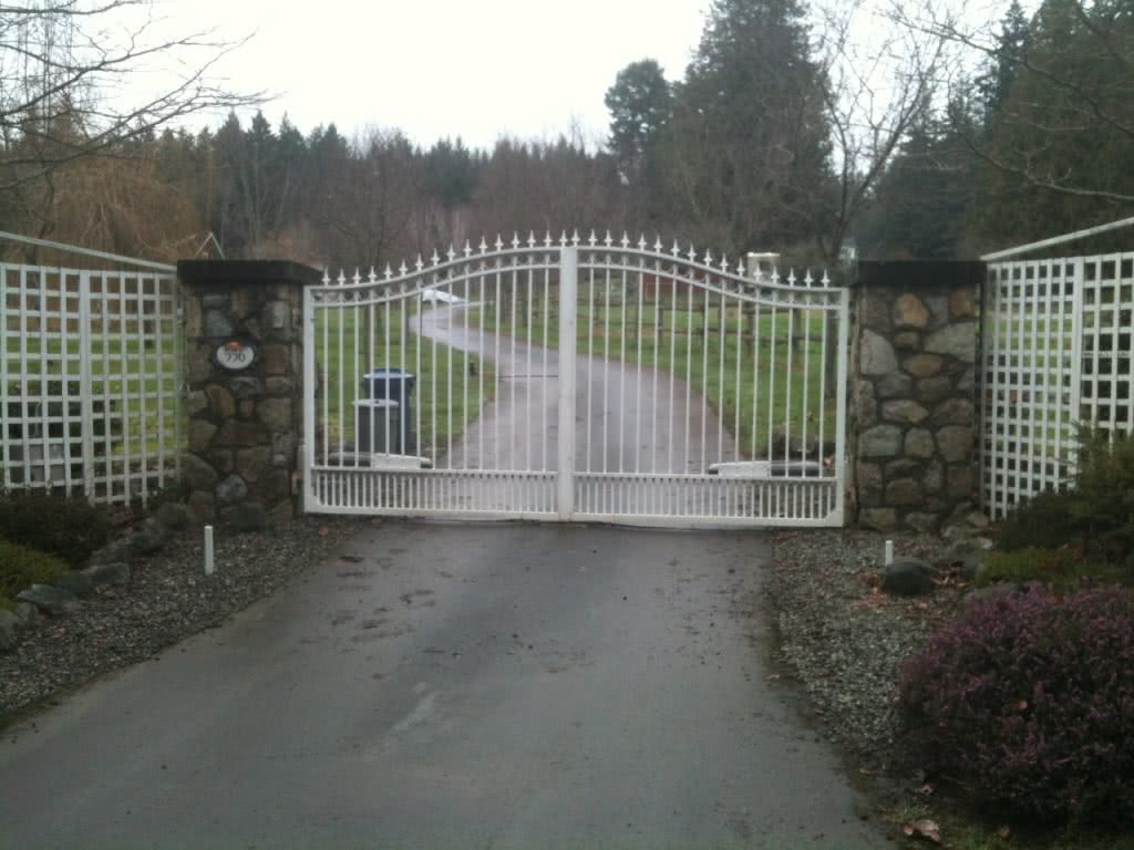 Gate Brookleigh Rd Estate, Elk Lake