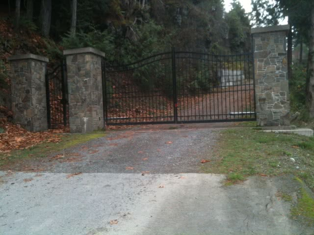 Gate to Geona Bay Estates, Maple Bay