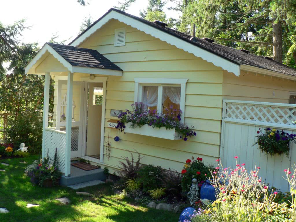 Charming Cottage In North Saanich