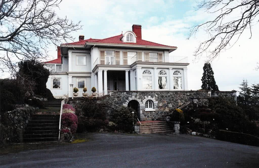 Grand Residence 1590 York Pl, Oak Bay