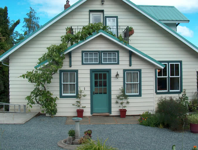 West Saanich Rd, Deep Cove Historic Home
